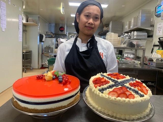 Lag bløtkake og ostekake til 17. mai – oppskriftene får du her